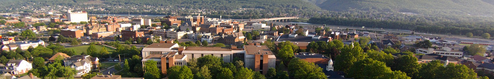 Aerial view of campus with 威廉姆斯port, the Susquehanna River and Bald Eagle Mountain as a backdrop